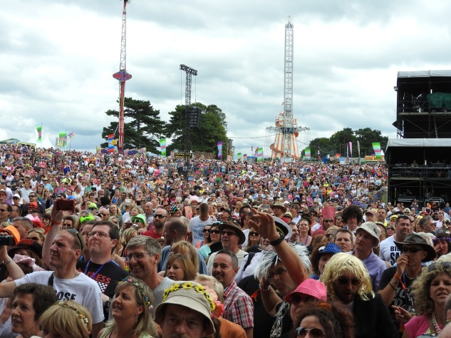 rewind crowd from stage